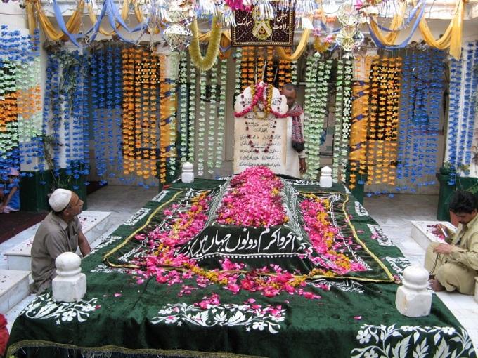Hazrat-Ghazi-Ilm-Din-Shaheed-R.A-Shrine2